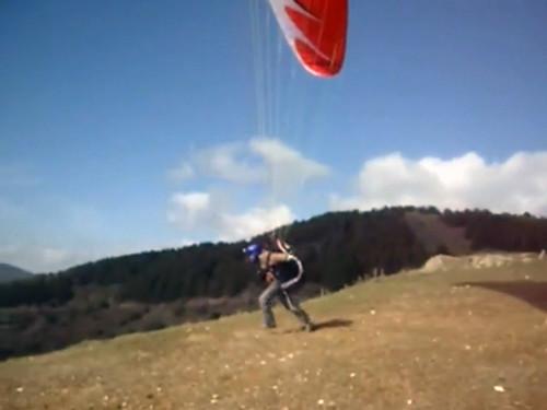 Piloto correndo para a decolagem