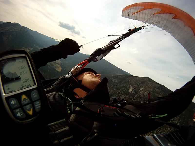 Fabio conectando um SAT com um Helicóptero abordo